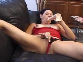 Mature plays with dildo and fucks and catch cum with mouth