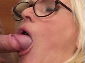 Chubby aged mom sucks out cum after fuck on floor