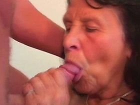 Granny fucks from behind and gets fresh cumshot